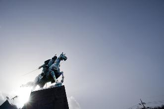 A bronze statue of General Kang Gam chan on horseback