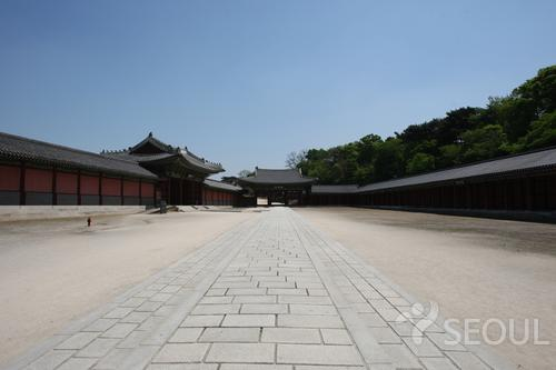 This Walking Tour Takes Visitors Around The Area Of Bukchon Hanok Village,  The Only Place In Seoul Where Hundreds Of Traditional Korean Houses, Or  Hanoks, ...