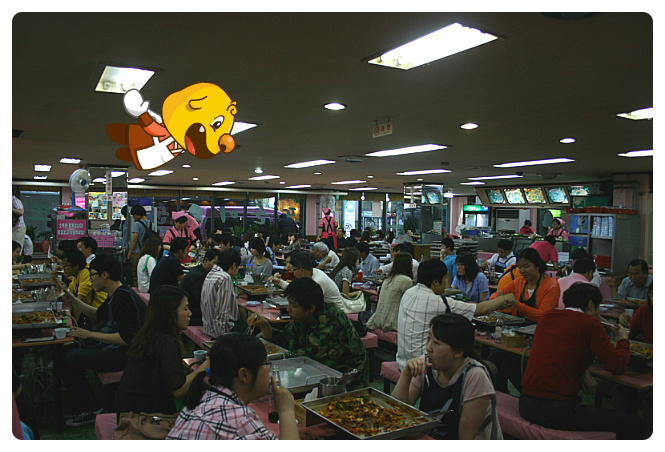 The restaurant full of customers