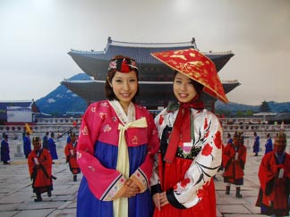 The women who are wearing hanok costumes in front of photo zone 1
