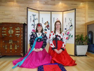 The women who are wearing hanok costumes in front of photo zone 2