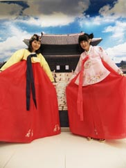 The women who are wearing hanok costumes in front of photo zone 3